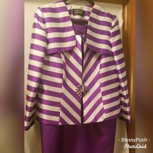 Beautiful 2pc suit, size 16,